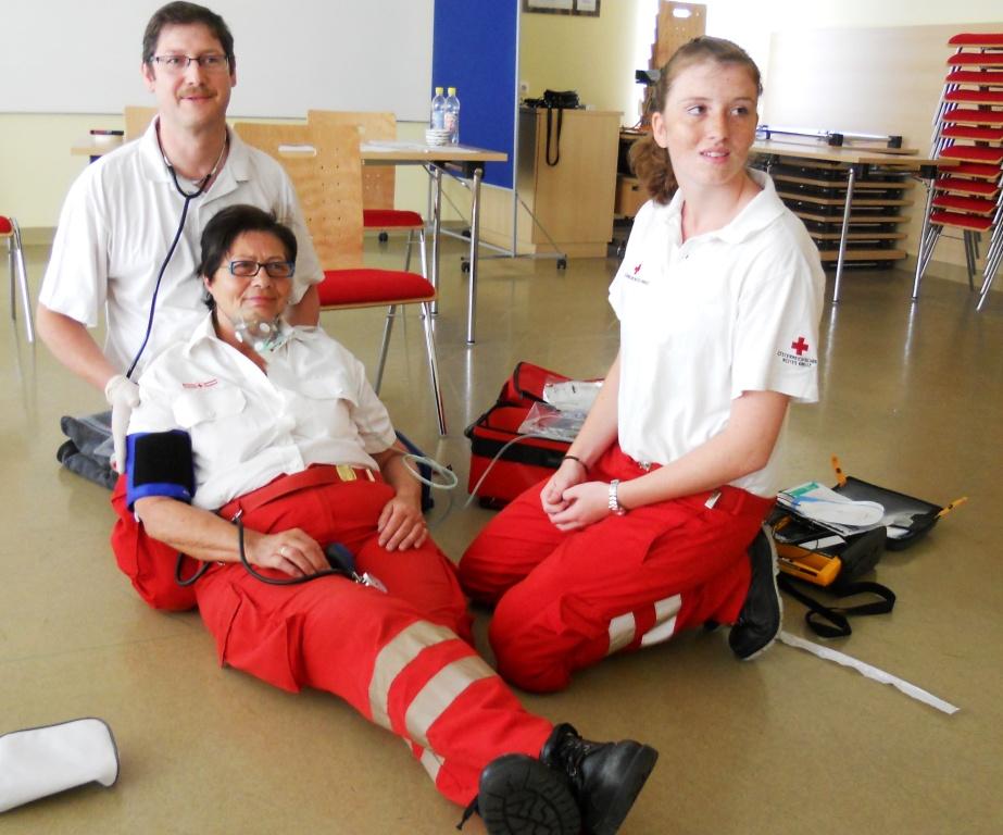 Rettungssanitäterin  Geschafft! 4 neue RettungssanitäterInnen für Vorchdorf | Vorchdorf ...